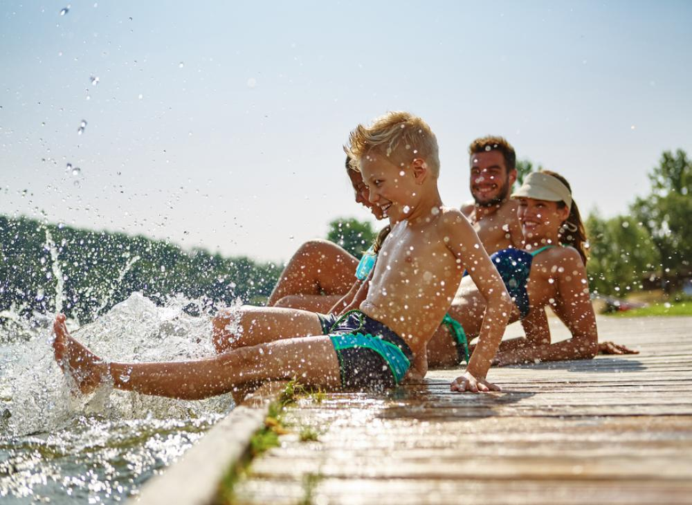 bambini molo lago di Garda